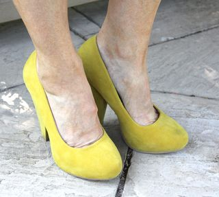 Yellow_pumps