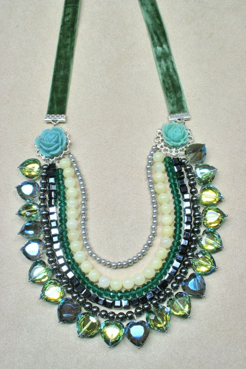 Blue green crystal rosette necklace1000