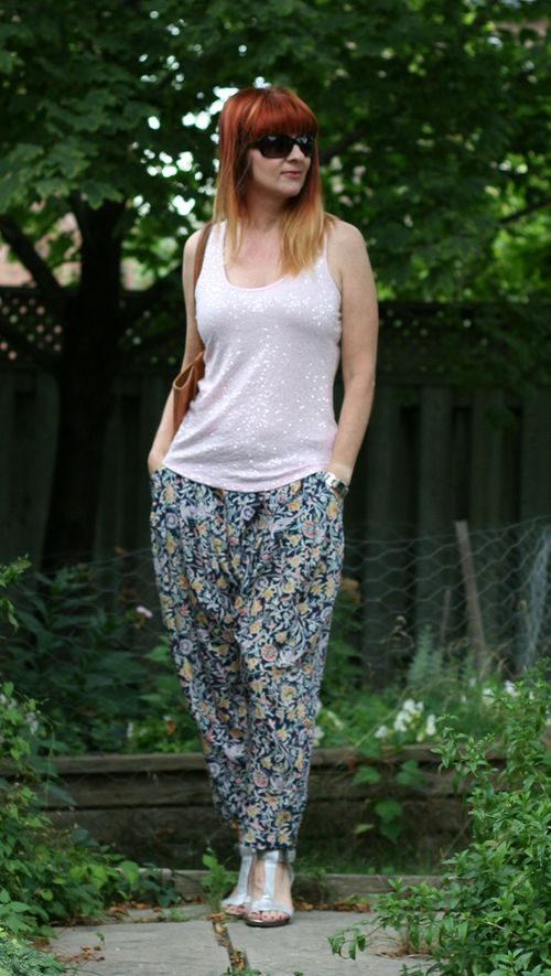 Harem pants pink sequinned top