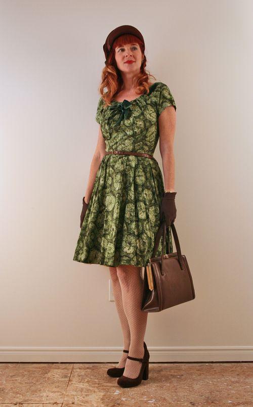 Dressing 1940's style green dress