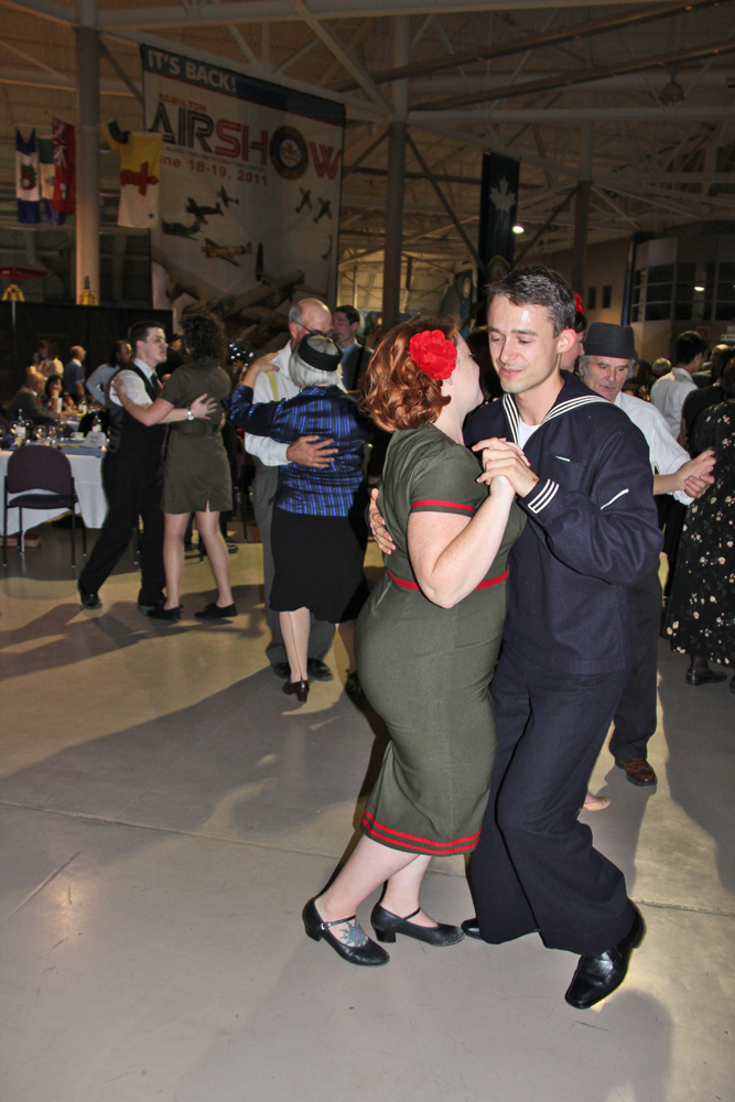 Great couple dancing lindy