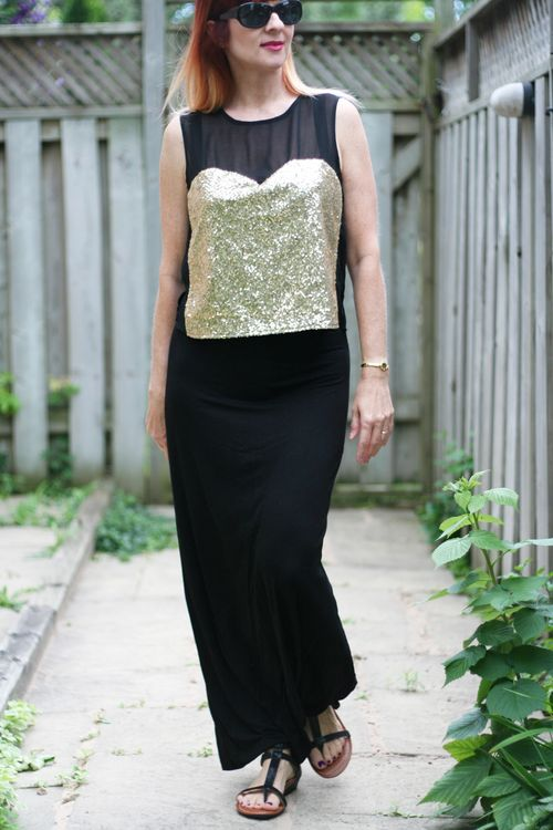 What to wear on a european vacation in the summer black maxi skirt gold top