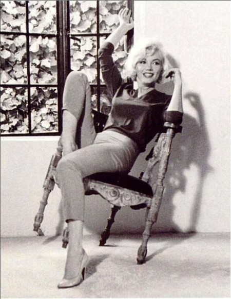 Marilyn-monroe-in-cigarette-pants-dark-sweater-e1330573389262