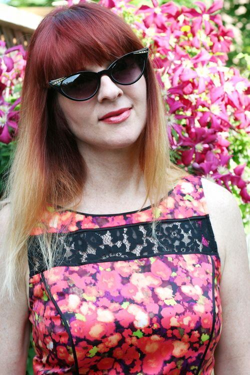 Vintage sunglasses lace detail on floral jessica simpson dress suzanne carillo style files