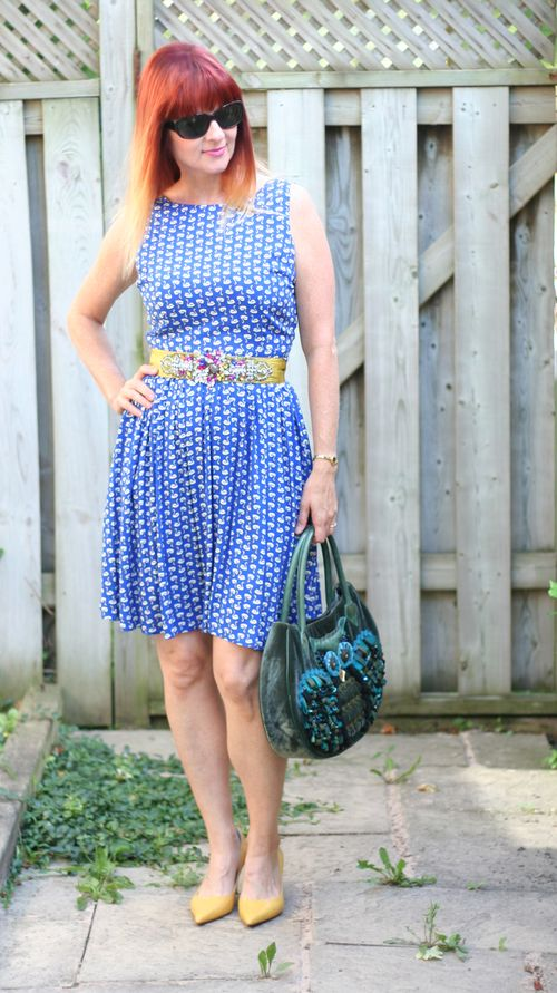 How to make your waist look smaller suzanne carillo style files dorothy perkins blue swan dress