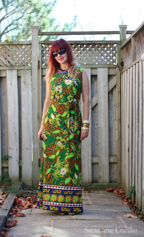 How to style a bold print vintage maxi dress suzanne carillo